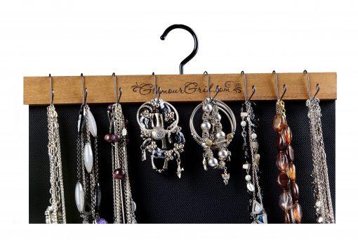 necklaces-bracelet-hanging-on-organizer