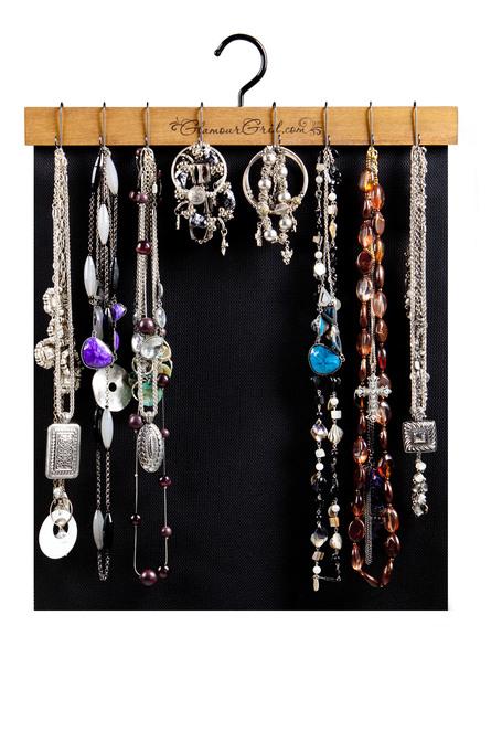 necklaces-bracelet-hanging-from-organizer
